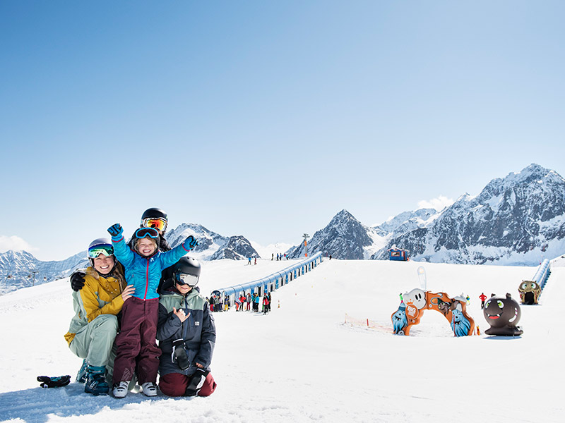 Family Stubaier Gletscher Ski Camp